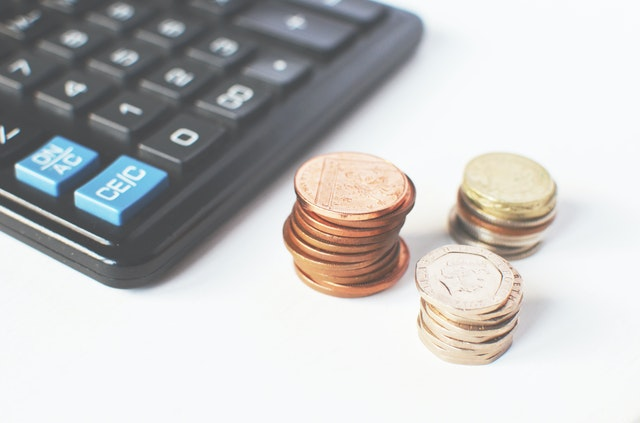 mince, tři komínky, kalkulačka