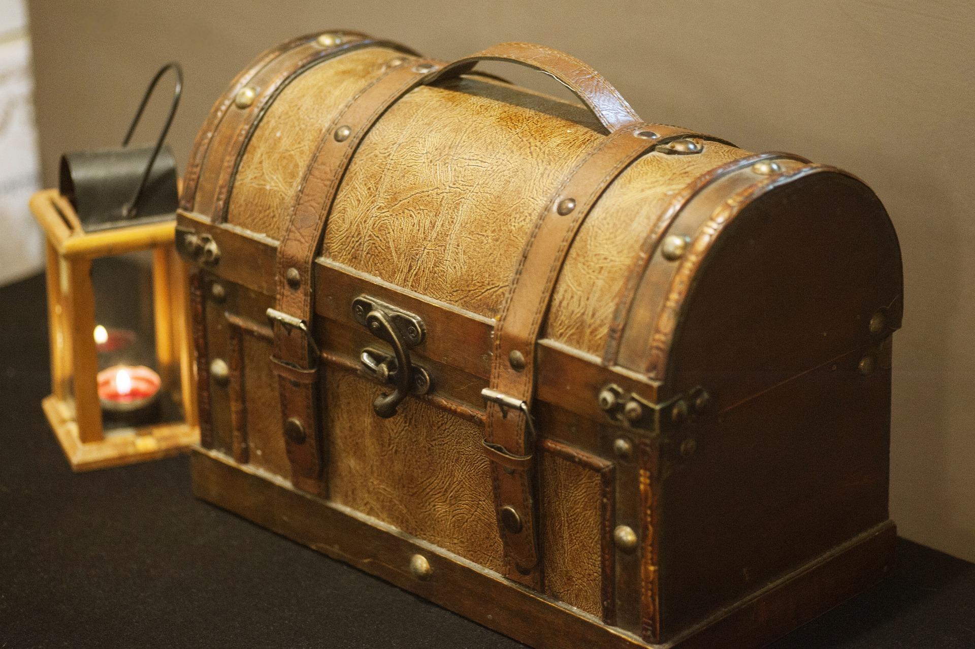obyčejná dřevěná truhla