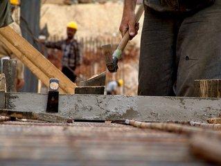 zedníci na stavbě